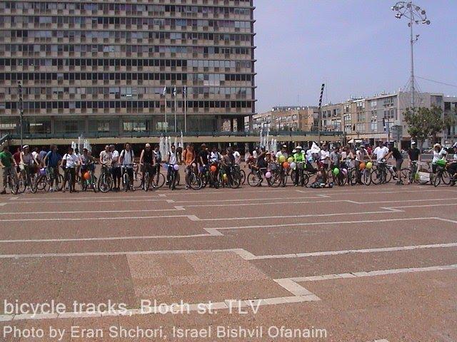 רכיבת 'מסה קריטית' לטובת סלילת שבילי אופניים ברחוב בלוך