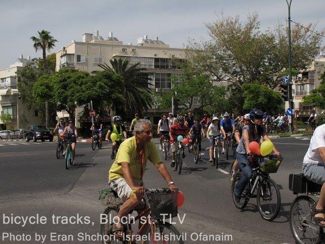 מסה קריטית לטובת סלילת שבילי אופניים ברחוב בלוך, מאי 2011