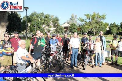 ראש עיריית הרצליה עם העובדים שהגיעו ליום רוכבים לעבודה בהרצליה