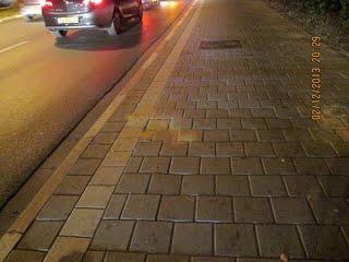https://sites.google.com/site/sustainabilityorgil/home/bike-news/sign-poles-hazard-for-bicycles-1113/kkl_cut_signs%20(37)010%20(520x390).JPG